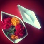 Barco de pael y flores