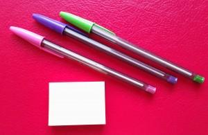 Bolígrafos y posit-t