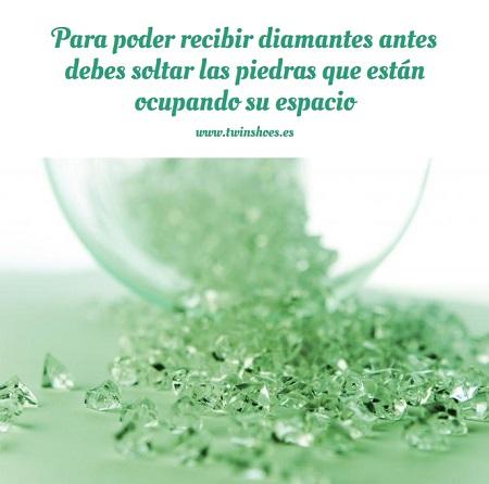 Para poder recibir diamantes antes debes soltar las piedras que están ocupando su espacio