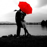 Fondo de pantalla Pareja con paraguas rojo
