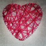 manualidad romántica corazón de hilos