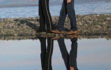 pareja reflejada en el agua