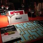 Busca tu mesa para comenzar a cenar y conocer gente