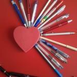 Manualidades de amor corazón y bolígrafos