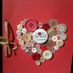Manualidades de amor: botones pegados y lazo