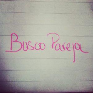 """Escrito """"busco pareja"""" en papel"""